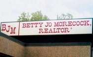 What kind of houses selling this realtor?)