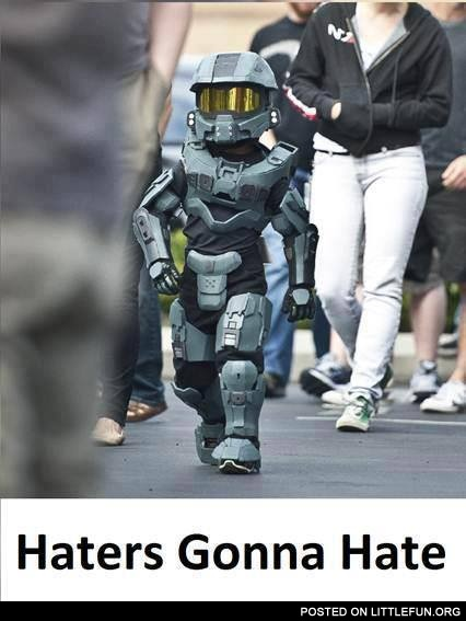 Lil Master Chief. Awesome costume.