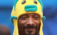 Snoop Dogg in a funny hat