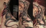 Alien facehugger 3D tattoo
