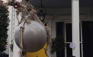 Miley Cyrus wrecking ball skeleton